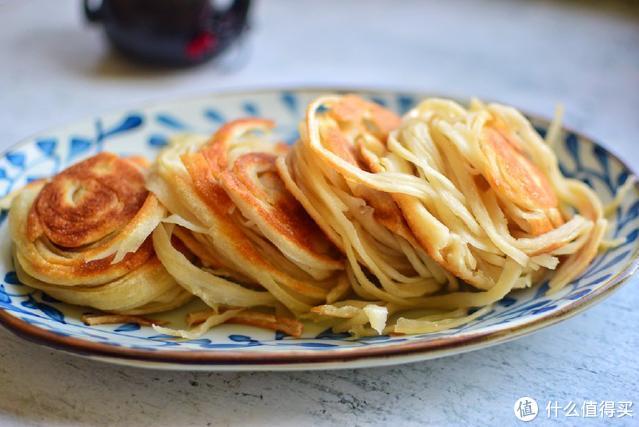 教你在家做盘丝饼,这样做一根根层次分明、外酥里嫩,比买的好吃