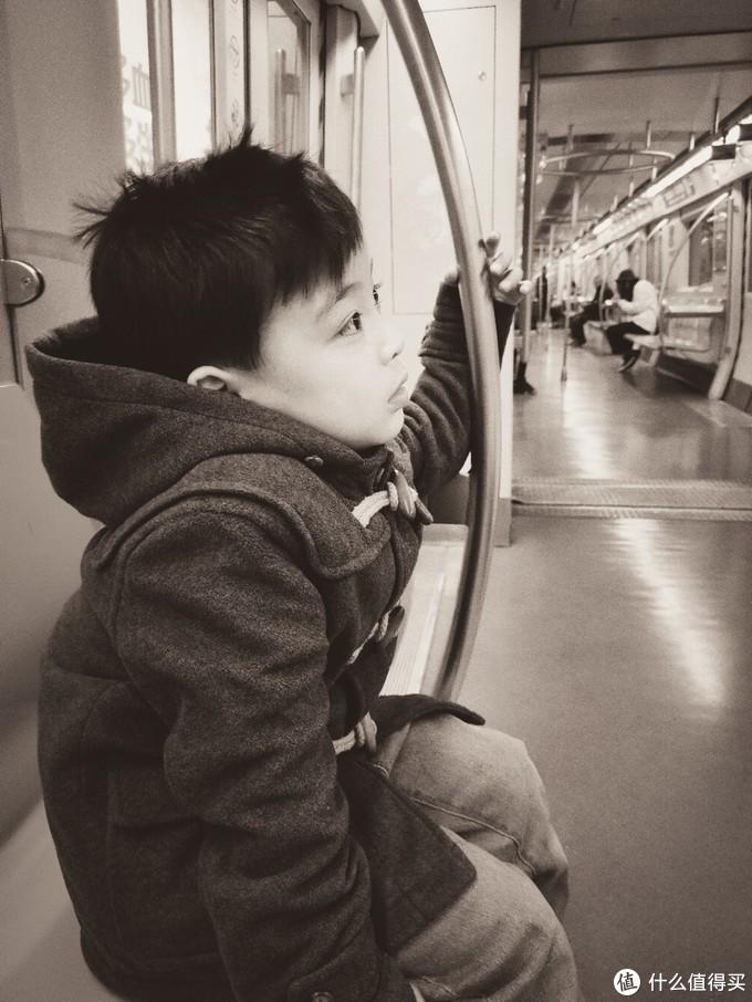 自带的黑白摄像头直出挺有意思的,画面有故事感
