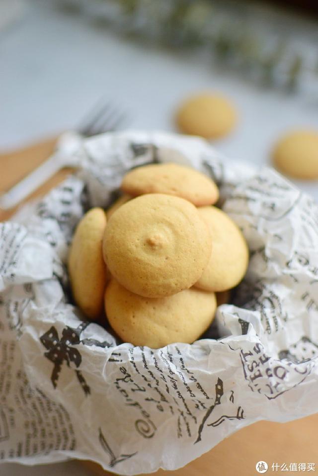 1个蛋白2勺面,蛋白小饼干就这样做,又酥又脆老好吃了,看了就会