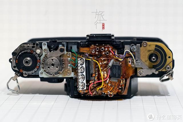 FX-D具有自动测光功能,且快门由更加精准的石英控制,代价则是没有电无法工作。 旅行实验室拍摄