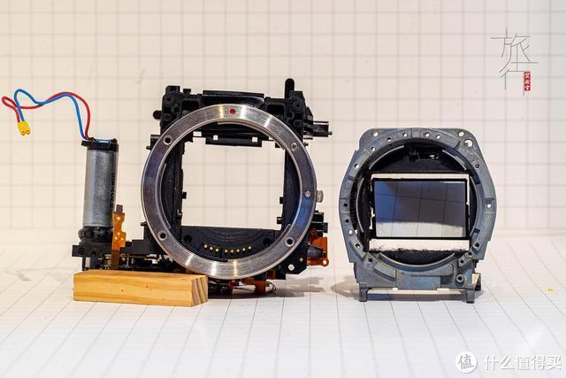佳能5D与雅西卡FX-D反光板仓的对比,右侧为雅西卡。 旅行实验室拍摄