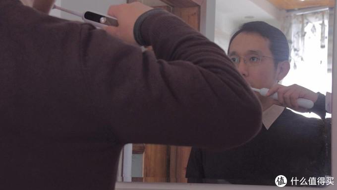 自动压力报警,呵护脆弱牙龈:贝医生声波电动牙刷S7