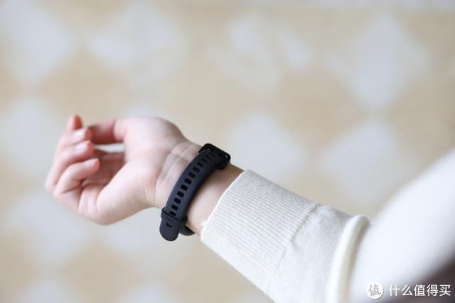 手环黑马:黑加智能手环1S体验,具有NFC、支付宝功能