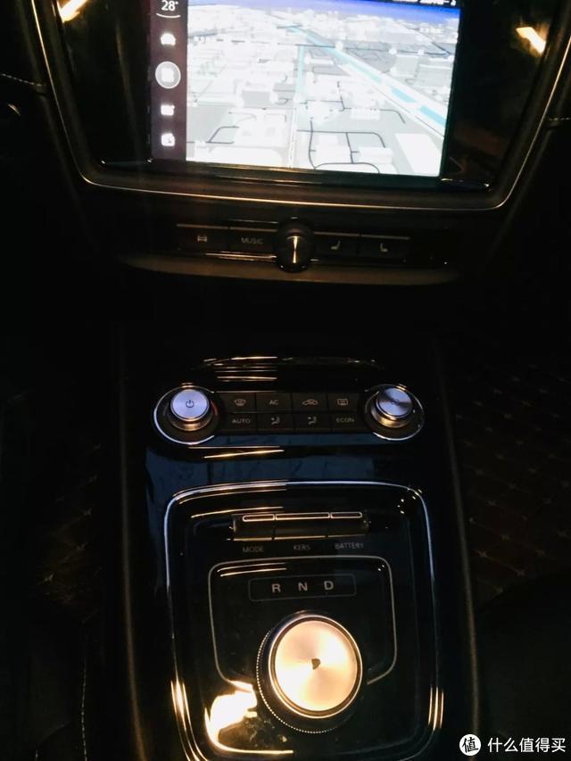 在北方的冬天开电动车是什么体验?大概就是笑着坐进荣威Ei5里哭
