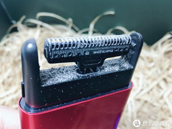 比iphone6小一半,这款便携电动剃须刀变形金刚定制款,小巧精美