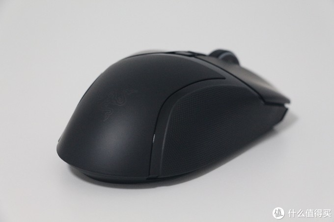 雷蛇(Razer)电竞新旗舰:巴塞利斯蛇终极版开箱评测