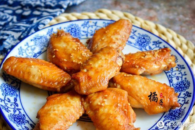 鸡翅不用煎不用炖,拌一拌烤一烤,一口一个,好吃到停不下来了
