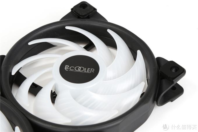 这款一体水冷散热真好看 超频三凌镜GI-CX240 ARGB全面屏灯效一体式水冷散热实测