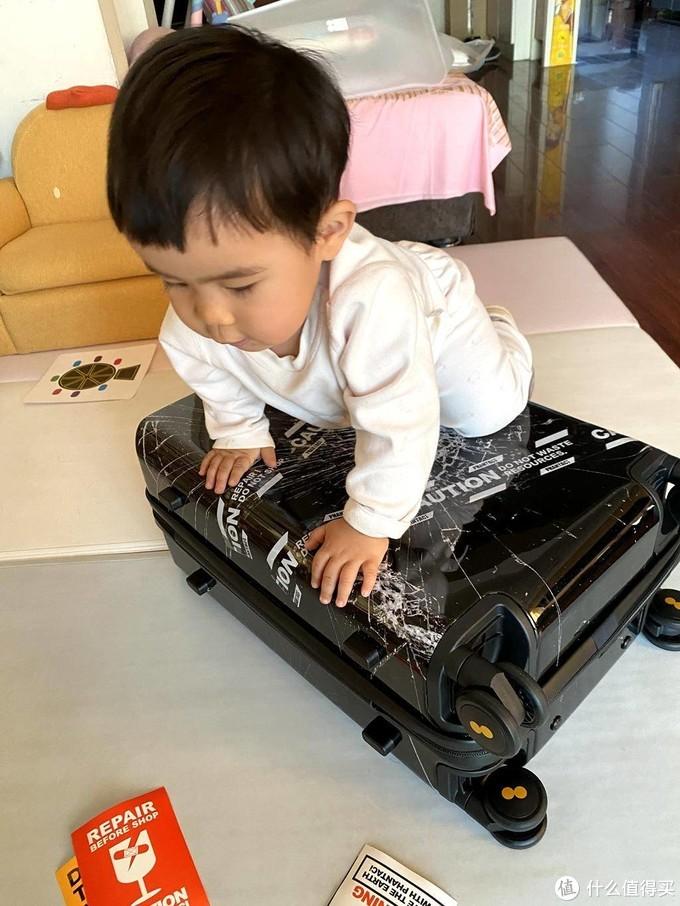 杰伦小公举背书,不一样的潮牌旅行箱——地平线8号(LEVEL8)20英寸旅行箱