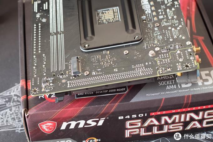 ITX标准操作,M.2接口在背面。