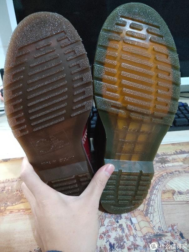 英产黄棕色,右边偏绿透明度更高