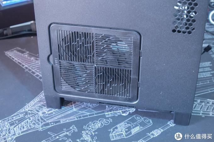 电源进风口的防尘网通过卡扣固定