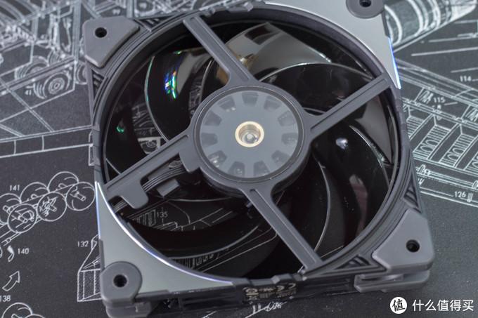 铜轴套设计,官方宣称能降低很多运行的震动和噪音。