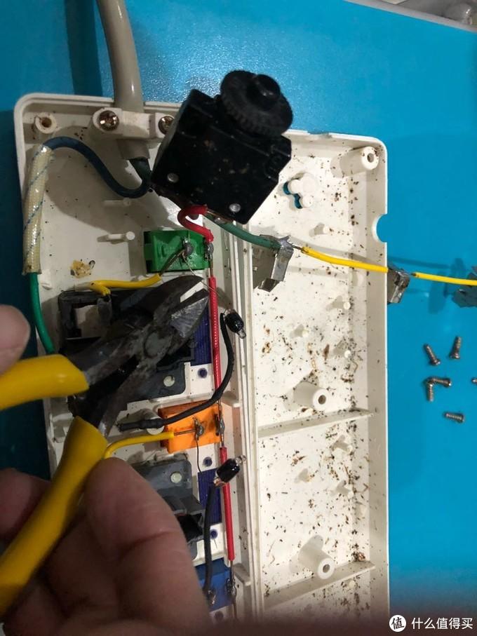 香港的的插线板?达文西拆解翻新维修一个古典级香港凯伦排插