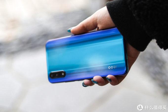 我感受到电光薄荷的冰凉,iQOO Neo 855竞速版速评