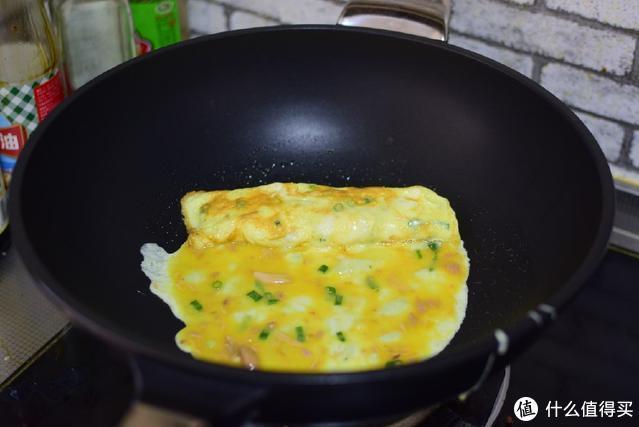 鸡蛋也能吃出新花样,煎一煎卷一卷,好玩又好吃,上桌就光盘
