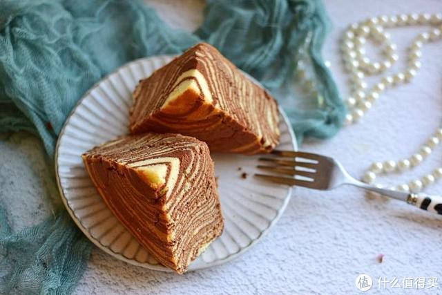喝剩的酸奶别扔掉,做成高颜值斑马纹蛋糕,松软美味,孩子吃不够