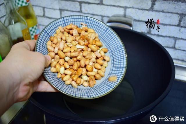 炸花生米用大火还是小火?好多人第一步就做错了,难怪你做的不脆