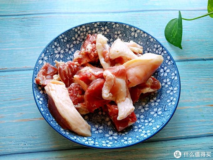 朋友来家做客,我用她带来的鸭肉做成菜,尝了一口,非要拜我为师