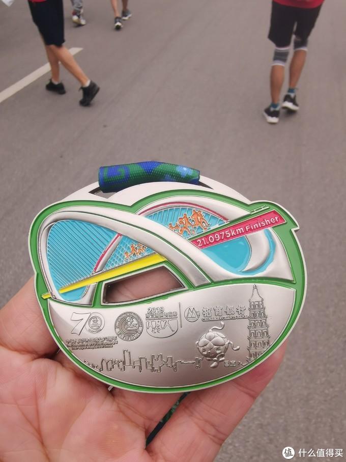 本届南马的奖牌还是挺漂亮的。