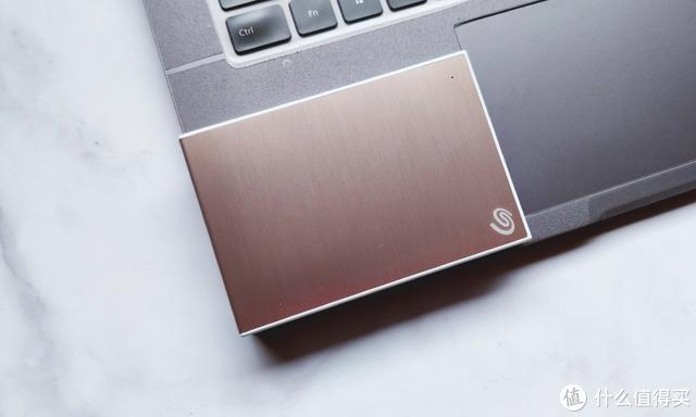 智能备份电脑数据,希捷新睿品系列移动硬盘体验,金属拉丝爱不释手