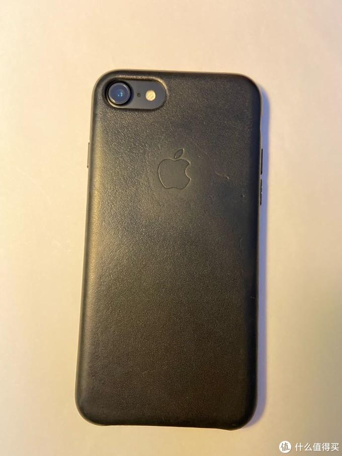 陪伴三年的iPhone7+官方皮壳