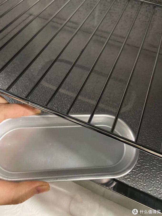 铝盘加水,可以放到特定的凹处,蒸发水分,保证湿度