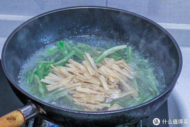 蔬菜里的贵族菜,99块钱一斤,咬一口嘎嘣脆,重庆人吃火锅必点