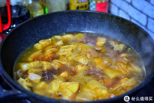 老妈做的红烧肉,不加一滴油不用炒糖色,照样色泽红润、入口即化