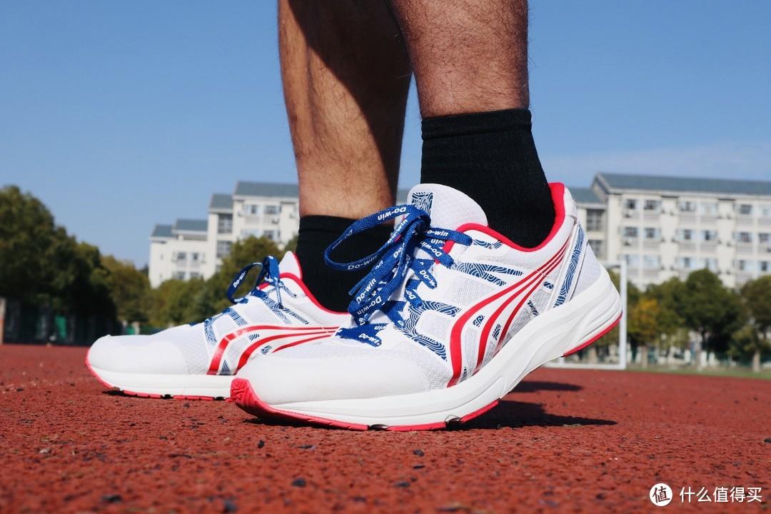 多威征途碳板跑鞋MR3900,为大跑量而生的国民跑鞋。
