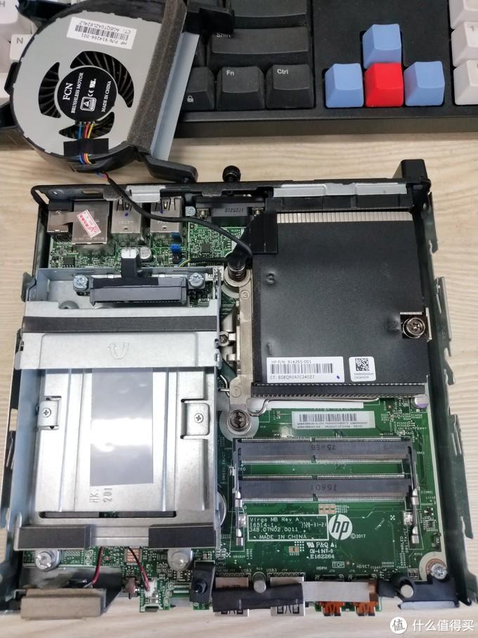 取下风扇,下面就是双内存插槽,支持ddr4笔记本内存,最大16G