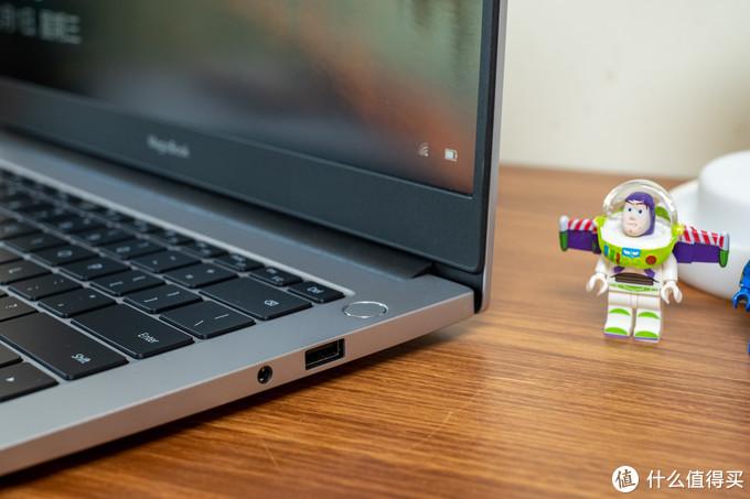 入门价位无敌手?不一样的旗舰体验:荣耀MagicBook 14锐龙版