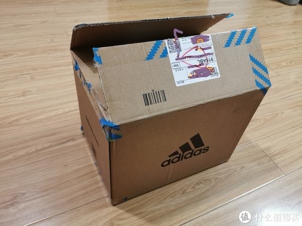 两双鞋用了这么一个箱子包装还算完整,江苏电商仓库发货。