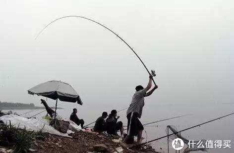 一招力嬖华山,想钓多远都行,大个体的鱼类都比较谨慎,抛远准没错