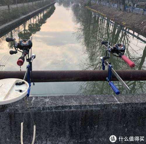 低成本,只要有河必定有桥,有桥的地方就可以摆开架式,简单方便。