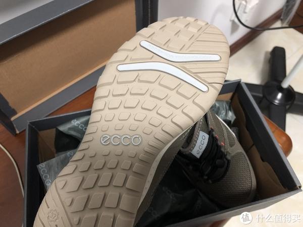 鞋底有防扭筯,感觉有了一点户外的味道