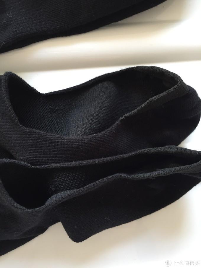 整体偏薄,透气,脚跟处包边加厚增加舒适度。