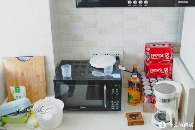 这个微波炉是好基友拿过来的,好多年前的格兰仕,哈哈,煮个泡面,热一下饭团啥的还是超级方便哒。