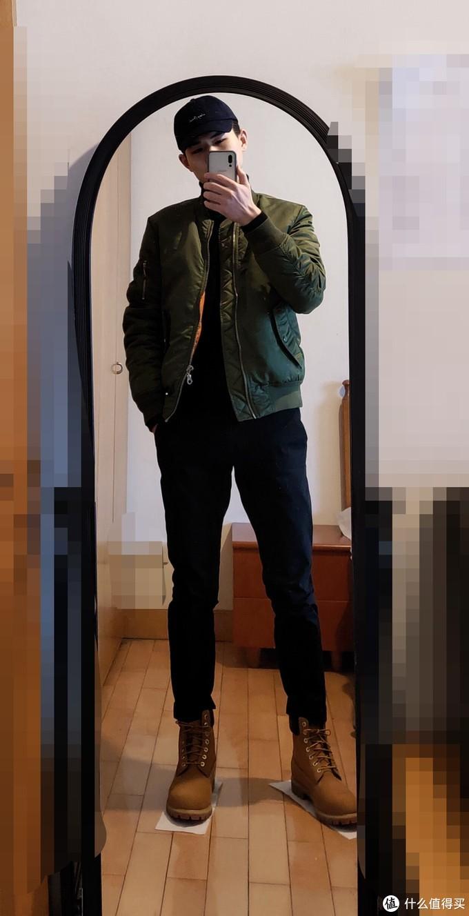 搭黑色卡其裤,比牛仔裤好一些