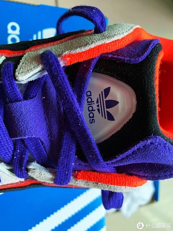 鞋舌三叶草标识