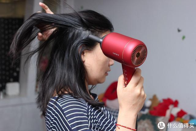 头发干渴怎么喝水?莱克水离子涡扇吹风机补充头发流失的水分