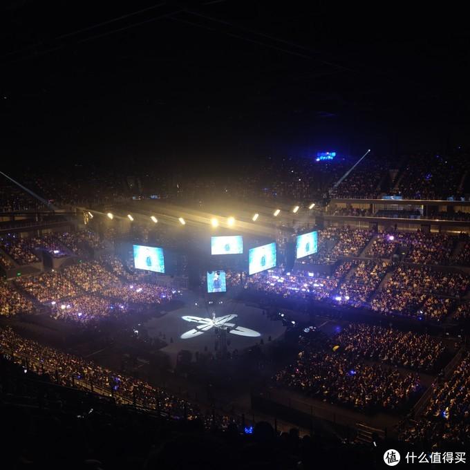 """2019年尾值得去听一场""""不只是李建""""巡回演唱会南京站,整场都是后面的妹子在""""咆哮"""""""