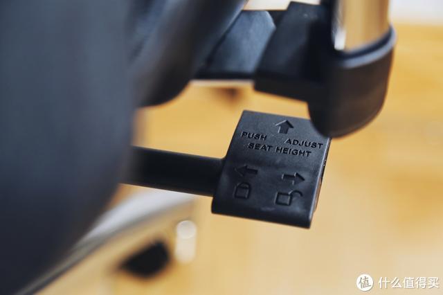 减轻办公生活中的腰颈负担,西昊M57人体工学电脑椅体验