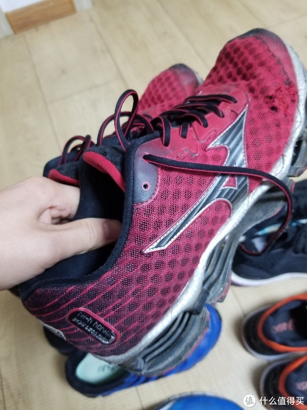 论一论我的七双不同的跑步鞋,六双旗舰款。