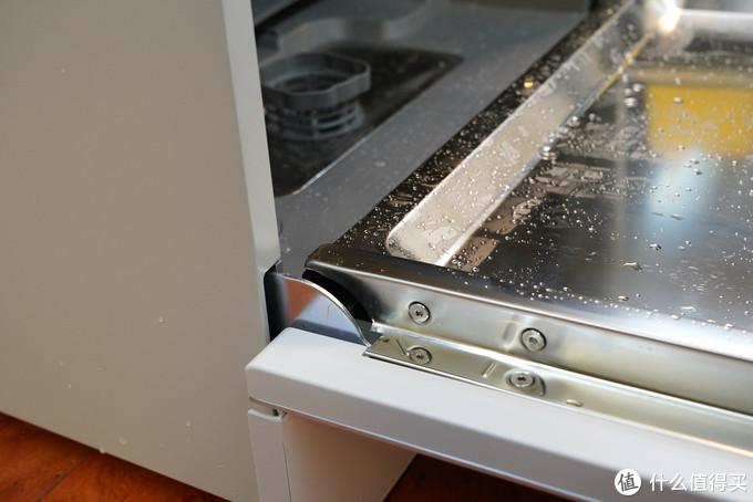 自动开舱+余温+热风+紫外线,最强烘干效果8套洗碗机还不了解一下?再也不用蹲点守候手动开舱门啦!