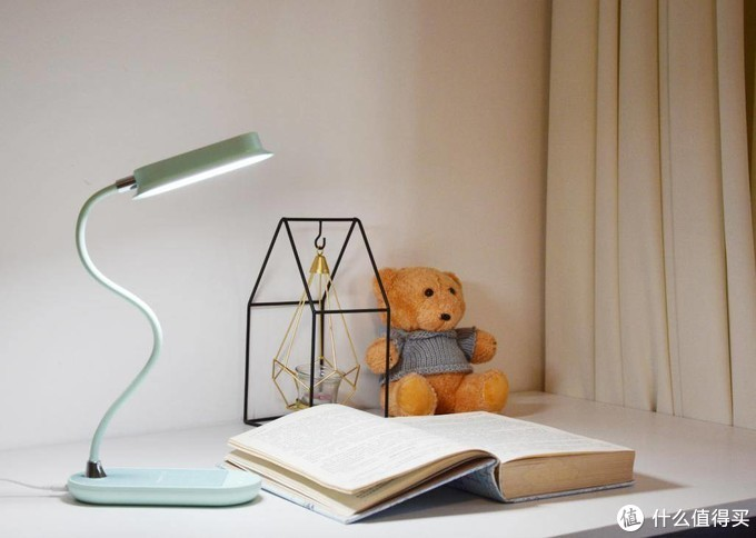只护眼还不够,摩米士Q.LED flex台灯还支持无线充电