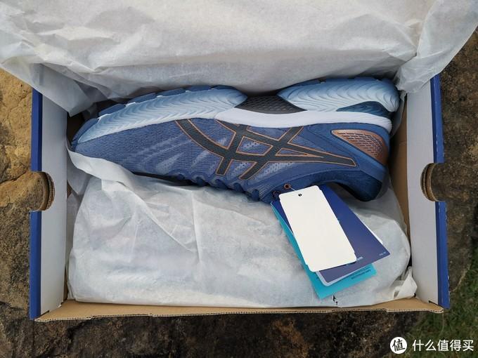 打开鞋盒,这款配色是我个人认为几款男士配色中最好的一个,比较有层次感