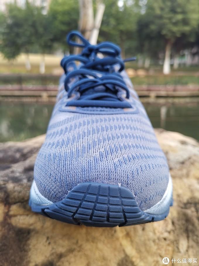 鞋头视角,注意看鞋面设计