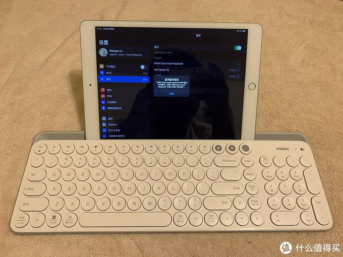 点击蓝牙设备列表里的MIIIW Dual-mode Keyboard,即可配对,可是需要输入配对密码,很久没有遇到过需要输入密码来配对的设备了