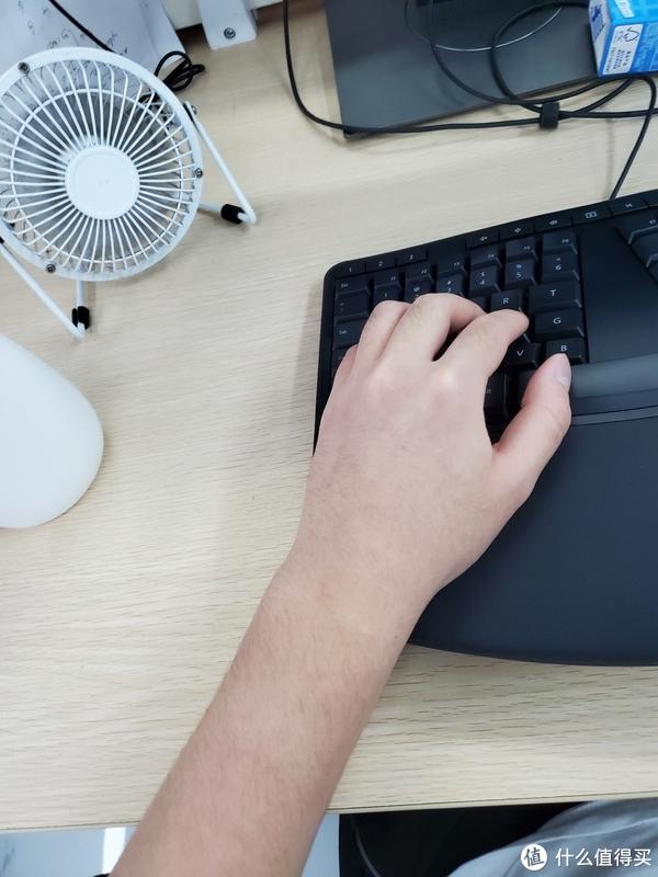 使用键盘时平直无弯曲的手腕